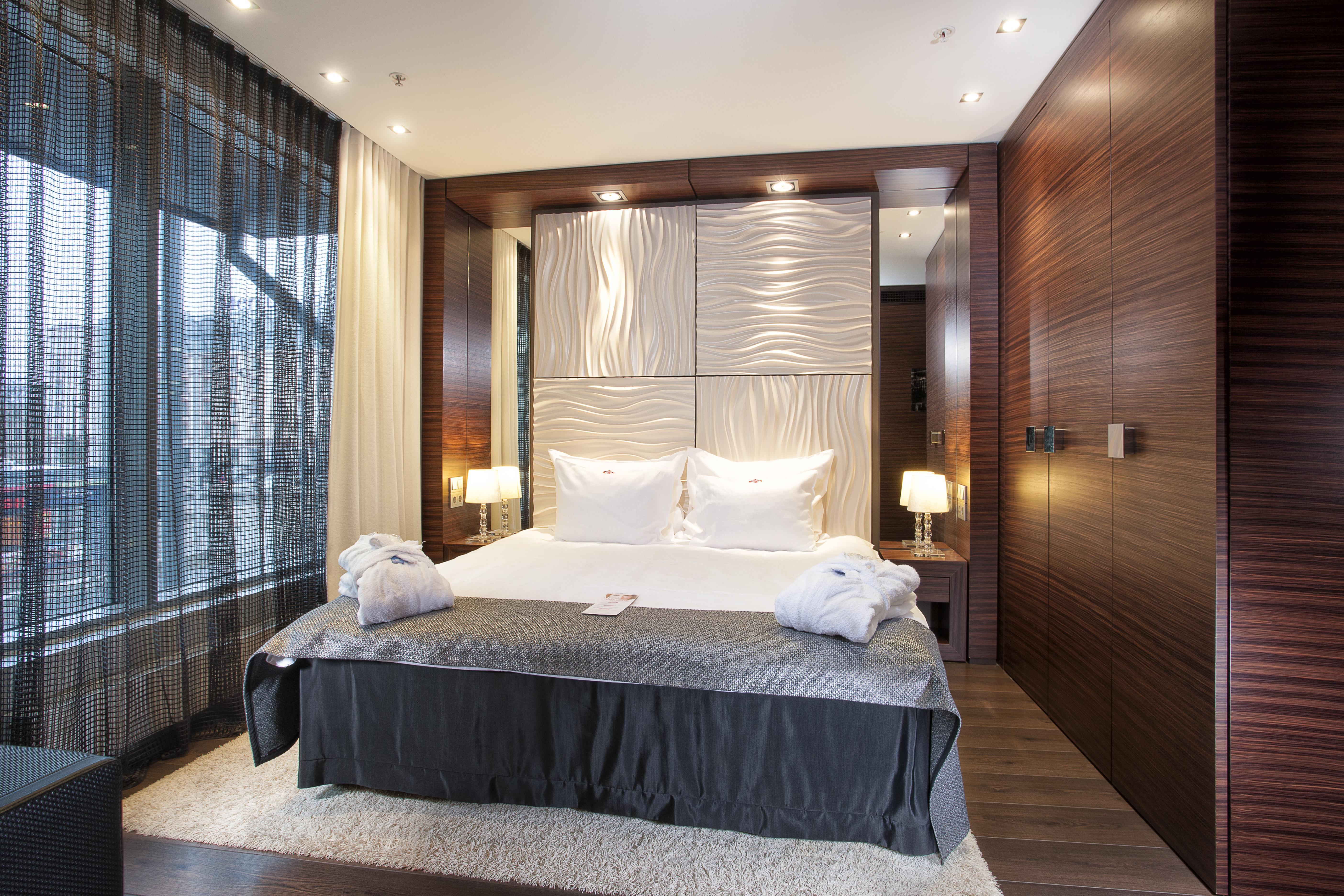 as1_suite_bedroom.jpg